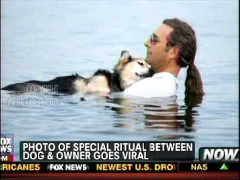 Devoted man takes care of his arthritic dog